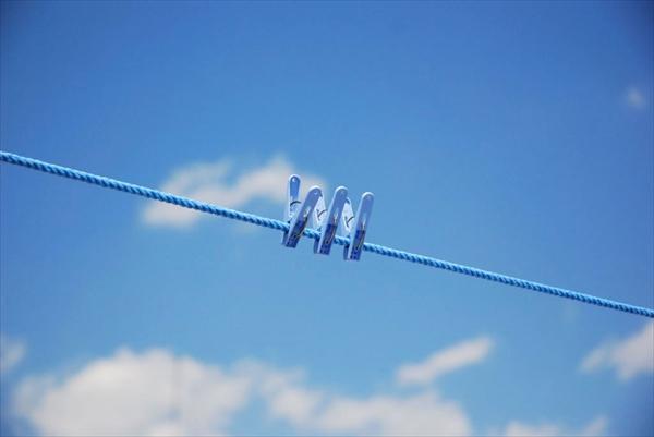 洗濯バサミ青空イメージ