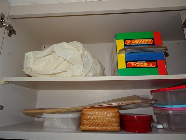 キッチン、つり戸棚、シンク上の棚