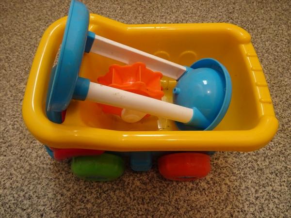 下駄箱のなかにある外遊び用のおもちゃを見直しました。