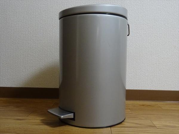 断捨離してゴミ箱を大きなものから小さなものへ替えました。
