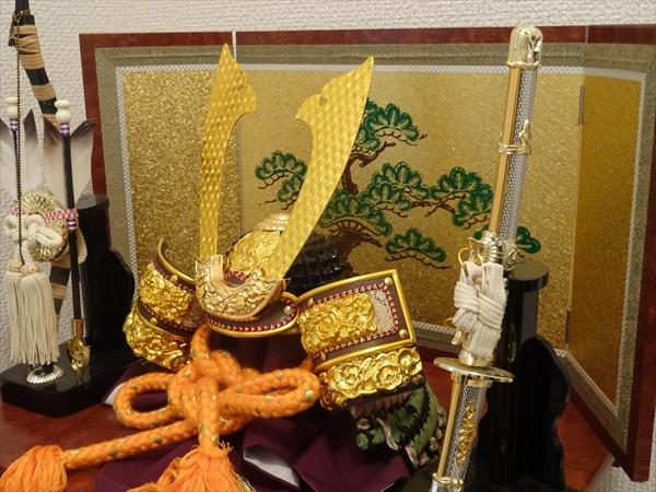 端午の節句には兜飾りと鯉のぼりを飾りました。