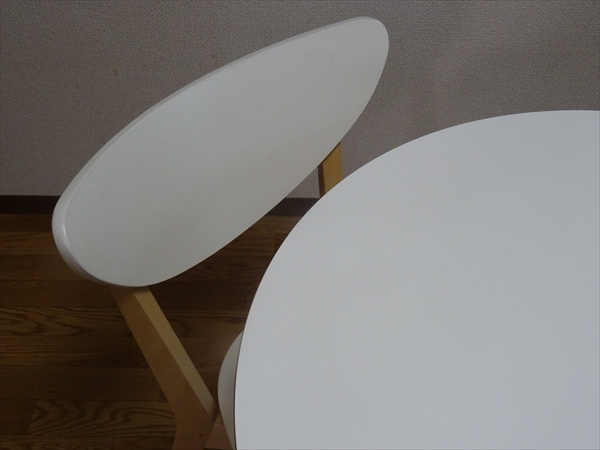 キッチンのダイニングテーブルを小さくしてから起こった家族の変化。
