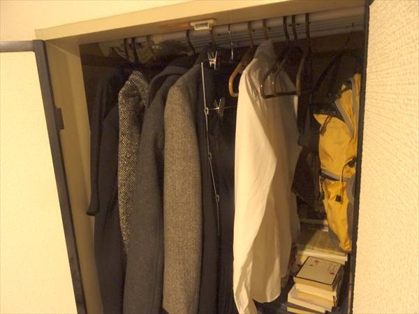 洋服は押入れに収納できる分だけと決めています。