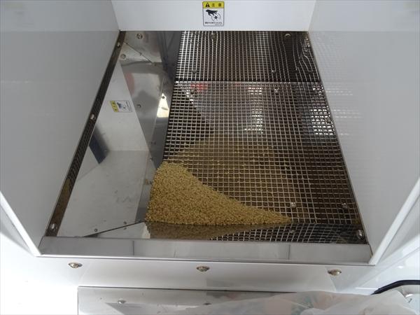 精米機の利用手順、使い方、玄米を入れる