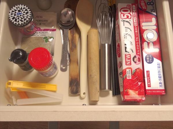 断捨離、シンク引き出し収納、キッチン用具、ラップ、ホイル