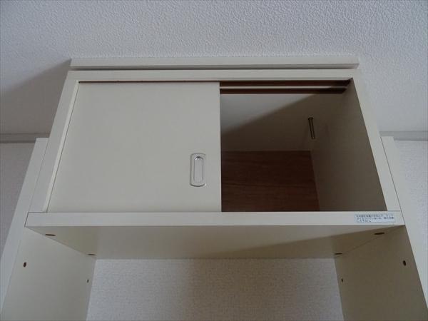 キッチンにたったひとつだけ、からの戸棚があります。