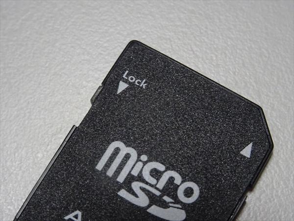 マイクロSDカードのアダプター書き込みロック状態