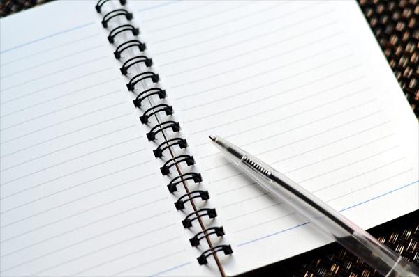 ノートとボールペンイメージ
