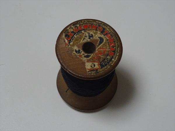 祖母の裁縫箱から、裁縫道具、木の糸巻