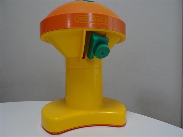 電動かき氷機アイスロボ、キッチンの断捨離をしても捨てなかった夏の電化製品が活躍中です。