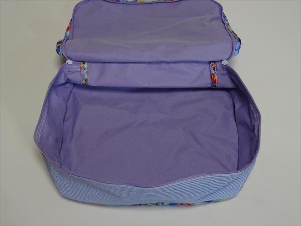 帰省用のバッグは家族4人分をぜんぶまとめて収納しています。