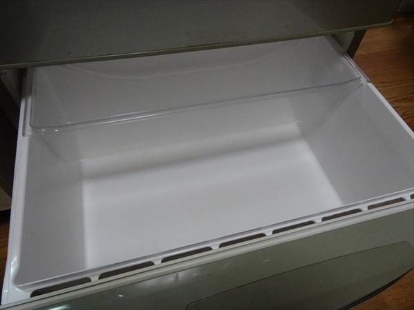 冷蔵庫の野菜室、引き出しの掃除