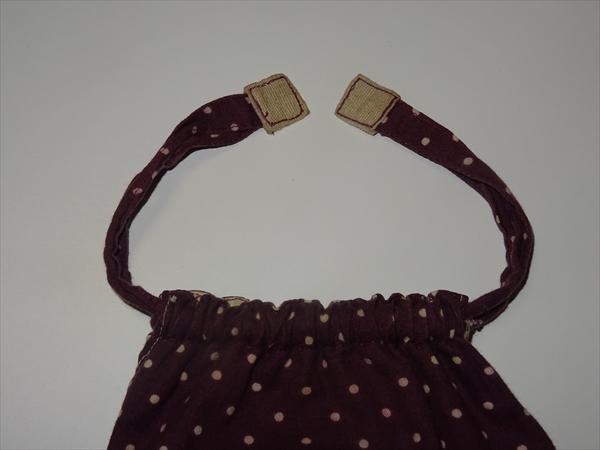 きんちゃく袋、ヒモの端を縫ってある