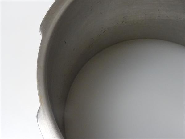 陶器の使い始めに皿を煮る