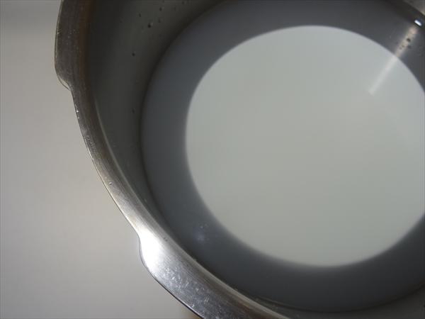 陶器のつかい始めに、ことこと煮る、米のとぎ汁で煮る。