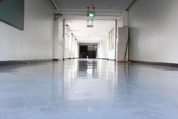 学校の廊下イメージ