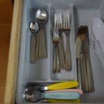 カトラリーの断捨離は食器棚の引き出しの大きさから考えました。