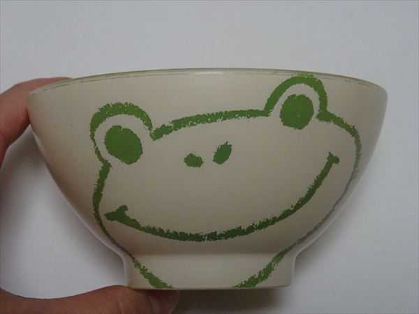 カエルのごはん茶碗、古いほう。