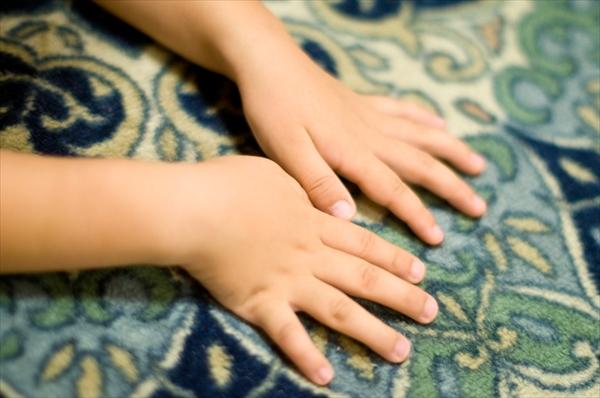 子供の手イメージ
