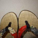 お祭りの日、浴衣を着る娘に下駄のかわりに和風サンダルを買いました。