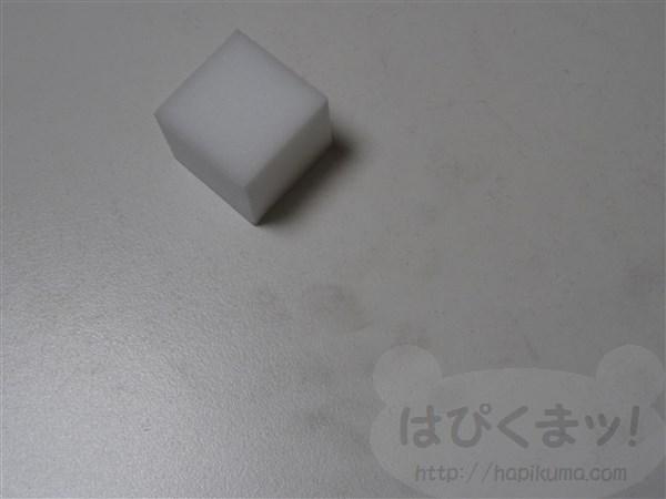 ダイソー、メラミンスポンジ、白いテーブル